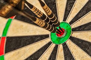 arrow targeting a dartboard
